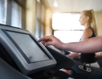 Healthy couple running on a treadmill Royalty Free Stock Images