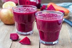 Healthy detox beetroot, carrot, apple and lemon juice smoothie Stock Photography