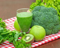 Healthy drink - green smoothie Royalty Free Stock Photography