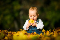 Healthy eating - baby and apple Royalty Free Stock Photos