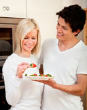 Healthy eating couple Royalty Free Stock Photos
