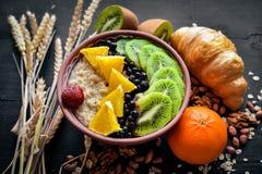 Free Healthy Food: Porridge With Fruit Kiwi, Banana And Nuts. Stock Photography - 173862312