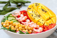 Healthy green salad with avocado and shrimp Royalty Free Stock Photos