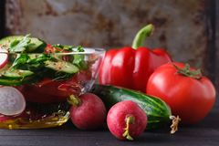 Healthy green salad, with tomatoes, pepper, onion and rucola Royalty Free Stock Photography
