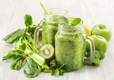 Healthy green smoothie in a jar mug of spinach, kiwi, broccoli and apple Royalty Free Stock Photos