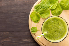 Healthy green smoothie on rustic wood background Royalty Free Stock Images
