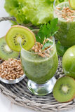 Healthy green smoothie with sprouts and fresh ingredients Royalty Free Stock Photos