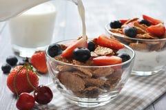 Healthy muesli and fresh berries Royalty Free Stock Photos