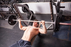 Healthy muscular guy doing exercises in the gym Royalty Free Stock Photography