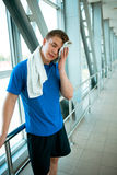 Healthy muscular young man after a workout Royalty Free Stock Images