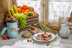 Healthy oat flakes with fresh fruits for breakfast Royalty Free Stock Photography