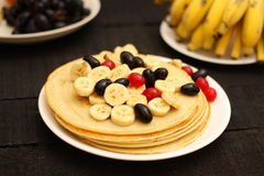 Healthy pancake with honey and banana slices Stock Photography