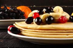 Healthy pancake with honey and banana slices Royalty Free Stock Photography