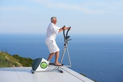 Healthy senior man working out Royalty Free Stock Photography