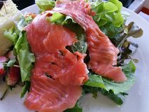 Healthy smoked salmon salad with lettuce  and strawberry. Close-up healthy smoked salmon salad with lettuce  and strawberry Stock Photos