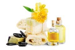 Healthy spa έννοια με τους χειροποίητους φραγμούς σαπουνιών, πετρέλαιο στοκ εικόνα με δικαίωμα ελεύθερης χρήσης