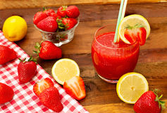 Healthy strawberry juice Royalty Free Stock Images