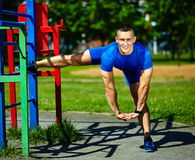 Healthy strong athlete man exercising at the city park Royalty Free Stock Photos