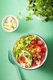 Healthy vegan avocado salad with tomatoes and sweetcorn Royalty Free Stock Photos
