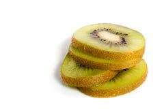 Healty Kiwi Fruit Slices Isolated su bianco Immagini Stock Libere da Diritti