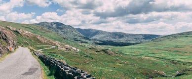 Healy通行证风景路,一条12 km路线通过科克郡边疆和凯里郡在爱尔兰 免版税库存图片