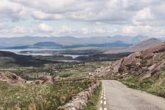 Healy通行证风景路,一条12 km路线通过科克郡边疆和凯里郡在爱尔兰 库存图片