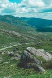 Healy通行证风景路,一条12 km路线通过科克郡边疆和凯里郡在爱尔兰 免版税库存照片