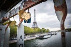 Heardlock, αγάπη, Παρίσι Στοκ φωτογραφία με δικαίωμα ελεύθερης χρήσης