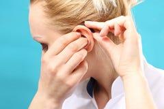 hearing Prótese auditiva foto de stock