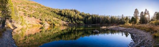 Heart湖全景在马麦斯湖地区 免版税库存照片