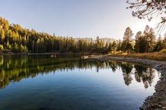 Heart湖日落视图在马麦斯湖地区 免版税库存图片