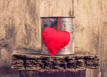 Heart hung rusty tin Royalty Free Stock Images