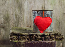 Heart hung rusty tin Stock Photos