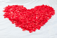 Heart made with flowers on honeymoon bed Royalty Free Stock Photography
