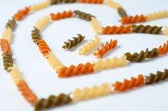 Heart-shaped макаронные изделия fusilli стоковые изображения
