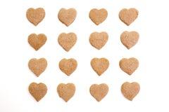 Heart-shaped kanelbruna kakor mig arkivbilder