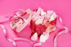 Heart shaped marshmallows in gift box Royalty Free Stock Photos