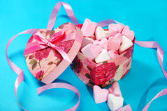 Heart shaped marshmallows in gift box Royalty Free Stock Photography