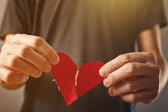 Hearted quebrado. Concepto del día de tarjetas del día de San Valentín. Fotografía de archivo libre de regalías