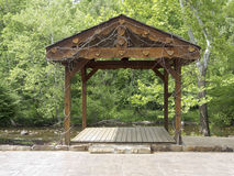 Heartland Little River Wedding Chapel Platform. TOWNSEND, TENNESSEE – May 13: On May 13, 2015, a wedding altar stands on the Little River bank in Townsend Stock Photo
