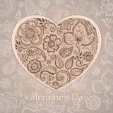 Hearts des Postkarte-Valentinsgrußes auf einem roten Hintergrund Blumenverzierung in Form des Herzens Stockbilder