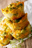 Hearty and delicious appetizer: broccoli muffins with cheese mac Stock Photography