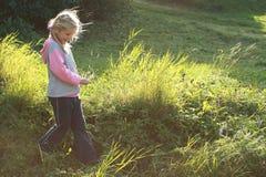 heary περπάτημα κοριτσιών Στοκ Φωτογραφία