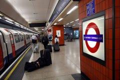Heathrow-U-Bahnhof lizenzfreie stockfotos
