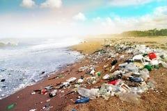 Heavilly загрязняло пляж стоковые фотографии rf