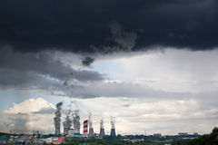 Heavy clouds over city Royalty Free Stock Photos