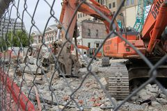 Demolition site following the earthquake in Christchurch, New Zealand. Heavy digging machines clear the rubble from stores after earthquake devastated stock photography