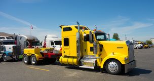 A heavy duty tow truck used for hauling large broken-down rigs Royalty Free Stock Photography
