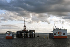 """03.08.2014 - The heavy lift vessel Dockwise Vanguard offloading the Semi-Submersible rig """"Ocean Patriot"""", outside Edinburgh. Royalty Free Stock Photos"""