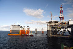 """03.08.2014 - The heavy lift vessel Dockwise Vanguard offloading the Semi-Submersible rig """"Ocean Patriot"""", outside Edinburgh. Royalty Free Stock Photography"""